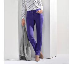 Nohavice s push-up efektom, vysoká postava Push Up, Capri Pants, Suits, Fashion, Moda, Capri Trousers, Fashion Styles, Suit, Wedding Suits