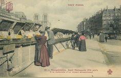 """Les bouquinistes du quai Malaquais vers 1905. """"A la recherche d'un roman sensationnel...""""  (Paris 6ème)"""