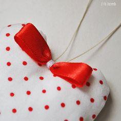 Decorazione natalizia in stoffa a pois rossi di IlFiloPazzerello, €7.00