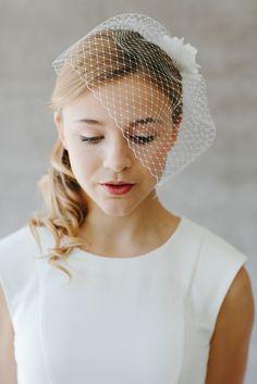 Kurzer Brautschleier mit Seidenblüte und Perle Celine / simple but elegant veil for the bride, romantic bride made by BelleJulie via DaWanda.com