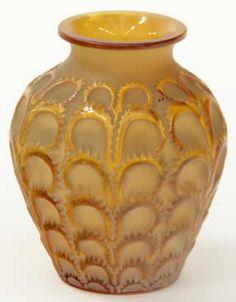 1072 R. Lalique Vase Laiterons