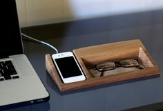 Iphone Dock por BushakanSF en Etsy, $145.00