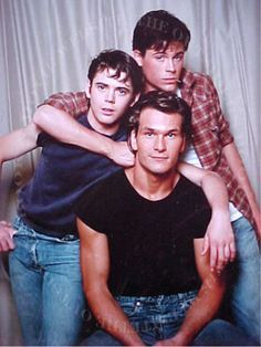 Patrick Swayze with C. Thomas Howell and Rob Lowe, as the Curtis Brothers in Francis Ford Coppola's The Outsiders Loved the book & movie! - this is my favorite book and was a great movie :).P Patrick Swayze. Three brothers Darry, Sodapop, and Ponyboy Patrick Swayze, Lea Massari, Lisa Niemi, Rob Lowe, Jean Sorel, Die Outsider, Movie Stars, Movie Tv, 80s Movies