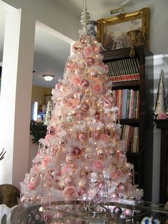 Below are the Pink Christmas Tree Decoration Ideas You Will Totally Love. This article about Pink Christmas Tree Decoration Ideas … Pink Christmas Tree Decorations, White Christmas Trees, Noel Christmas, Beautiful Christmas, Primitive Christmas, Country Christmas, Xmas Tree, Christmas Christmas, Shabby Chic Christmas
