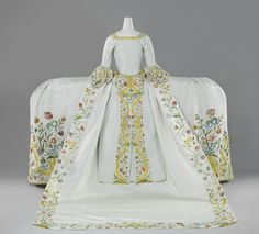 Helena Slicher's (1737-1776) wedding gown or mantua, back, which she supposedly wore at her marriage to Aelbrecht baron van Slingelandt (1732-1801) on 4 September 1759. Rijksmuseum, Amsterdam.