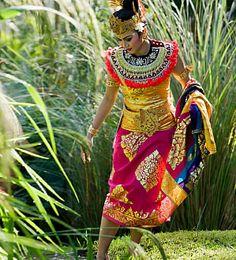 Bali fashion. Seeking for beauty.