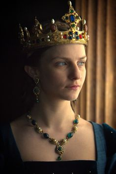 the white Queen (Movie) - Anne Neville - Queen of England Queen Anne, King Queen, Ana Neville, The White Queen Starz, Faye Marsay, Elizabeth Woodville, The White Princess, Fairytale Fashion, Wars Of The Roses