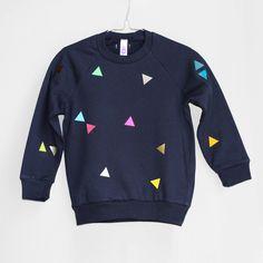Sweatshirt mit Dreiecken, blau // blue sweatshirt with triangles by pom berlin via dawanda.com