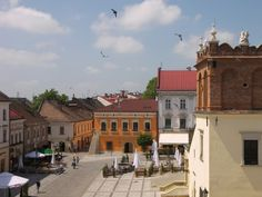 The main square of Tarnow, Poland, where the Kornmehl family has been traced back to the century. Funny, it doesn't look shtetl-ish Medieval Market, Poland, Wander, Roots, Maine, Mansions, House Styles, City, Genealogy