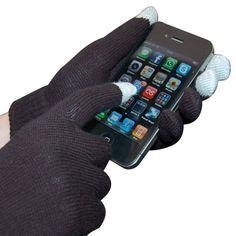 Ya no es necesario quitarte los guantes y pasar frío para poder manejar tu teléfono o tablet, con estos originales guantes podrás manejarlo perfectamente ya que dispone de un material conductor, discretamente tejido en la punta de los dedos, que hace que funcione correctamente. Por supuesto, sin dañar ni rayar la pantalla táctil.