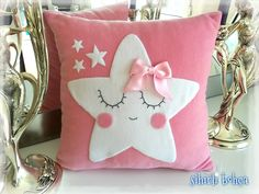 Resultado de imagen para dekoratif yastık kırlent Baby Pillows, Kids Pillows, Throw Pillows, Baby Sewing Projects, Sewing Crafts, Baby Shower Souvenirs, Couch Cushion Covers, Pillow Crafts, Unicorn Pillow