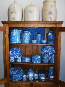 A 30 gallon Fort Dodge, Iowa stoneware crock with a beautiful glaze and great markings.///