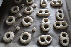 Kamomillan konditoria: Gluteenittomat munkit Doughnut, Cookies, Desserts, Food, Crack Crackers, Tailgate Desserts, Deserts, Biscuits, Essen