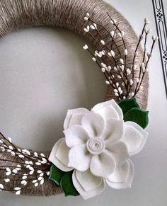 Ghirlanda inverno corona di fiori di feltro filato di madymae