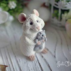 Подарки/Фигурки/Украшения (@cw_by_yulia) • Фото и видео в Instagram Cake Topper Tutorial, Cute Rats, Polymer Clay Animals, Doll Eyes, Biscuit, Clay Tutorials, Cold Porcelain, Handmade Toys, Pet Birds