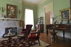 LIVING ROOM & FAMILY ROOM – Terrell, TX: Tom & Nancy Aldinger - traditional - living room - dallas - Sarah Greenman