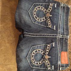 Big Star boot cute jeans Has jewels on pockets, medium blue color boot cut Jean. Size 27 Regular Big Star Jeans Boot Cut
