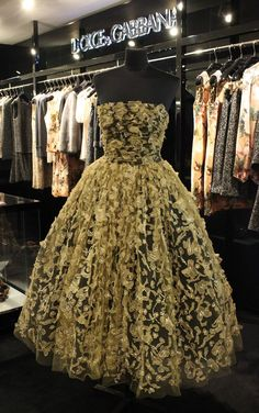 Any woman would feel like a Princess in this extraordinarily exquisite Dolce and Gabbana dress...