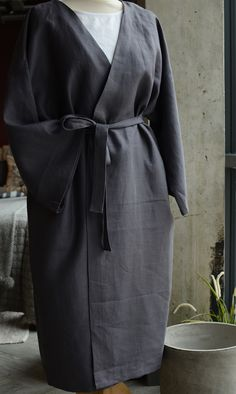 A collection of luxurious pure linen kimono robes in black, white or deep cobalt blue. One size, suitable for men or women. Made in the UK. 1920s, Black Linen, Black White, Kimono Japan, Sewing Coat, Linen Skirt, Kimono Dress, High End Fashion, Diy Clothing