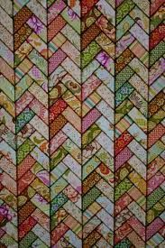 French Braid quilt, stained glass effect, at Crafty Wench - unusual design Quilting Tutorials, Quilting Projects, Quilting Designs, Quilting Ideas, Jelly Roll Quilt Patterns, Quilt Patterns Free, Jellyroll Quilts, Scrappy Quilts, Patch Quilt