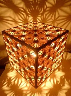Lamp with Kumiko, Japanese woodcrafting. Japanese Lighting, Japanese Lamps, Japan Design, Japanese Woodworking, 3d Laser, Wood Lamps, Light Art, Light And Shadow, Laser Engraving