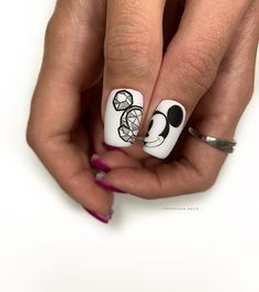 Image may contain: one or more people and closeup Popular Nail Designs, Nail Art Designs, Mickey Nails, Nail Pops, Stylish Nails, Nail Trends, Manicure And Pedicure, Nail Artist, Toe Nails