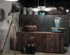 Industriële toonbank, bunkerlamp, statieflamp, locker Vintage industrial loftstyle