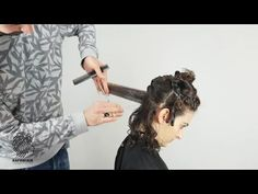 How to cut curly layered hair 3a Hair, Dry Curly Hair, Curly Hair With Bangs, Curly Hair Routine, Curly Hair Tips, Curly Hair Styles, Short Shag Hairstyles, Long Layered Haircuts, Haircuts For Curly Hair