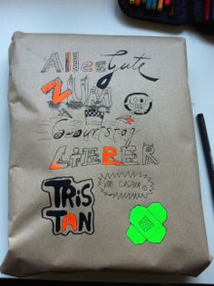 KEINE GEBURTSTAGSKARTEN MEHR KAUFEN.... dafür einfaches Packpapier kreativ beschriften! Ist sehr persönlich und schafft große Freude!