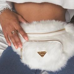 Do you love stylish and elegant handbags? Then take a look at our new collection now! We offer inexpensive and elegant accessories - nybb.de is the leading online store in Germany for women accessories! It Bag, Look Fashion, Fashion Bags, Womens Fashion, Street Fashion, Fashion Mode, Fashion Outfits, Fur Fashion, Aesthetic Fashion