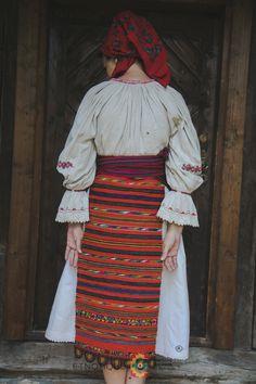 Portul popular din zona Bistrița – Etnotique Folk Costume, Costumes, Romania People, Folk Fashion, Traditional Outfits, Alter, Culture, Clothes, Ethnic