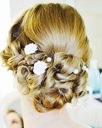 Brautfrisur, Trendfrisur, Frisur mit Blümchen, Bridal