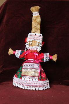 На здоровье. Кукла плелась с молитвой на здоровье определенного человека. Большое значение имеет форма плетения, движение рук. Считалось, чем крепче коса, тем крепче здоровье.