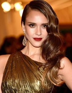 Image uploaded by Jessica Alba. Find images and videos about girl, fashion and jessica alba on We Heart It - the app to get lost in what you love. Jessica Alba, Jessica Chastain, Old Hollywood Hair, Old Hollywood Wedding, Old Hollywood Glamour, Hollywood Waves, Side Swept Hairstyles, Down Hairstyles, Wedding Hairstyles
