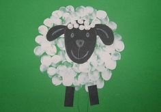 Ovečka - jarné aktivity s deťmi Summer Crafts, Diy And Crafts, Crafts For Kids, Art Classroom, Classroom Themes, Classe D'art, Farm Day, Sheep Crafts, Farm Theme