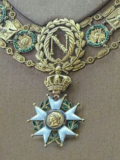 Imperial Legion of Honor medal worn by Napoleon I century. Photographed at the royal palace of Fontainebleau Royal Jewels, Crown Jewels, Men's Jewelry, Antique Jewelry, Imperial Legion, Napoleon Josephine, Empress Josephine, Rose Croix, Military Decorations