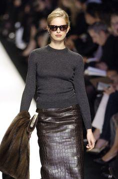 Céline at Paris Fashion Week Fall 2004 - Runway Photos Fashion Moda, Look Fashion, High Fashion, Winter Fashion, Fashion Show, Fashion Trends, Paris Fashion, Celine, Parisienne Chic
