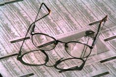 Presa de pretutindeni, eu cum te contactez? Round Glass, Glasses, Eyewear, Eyeglasses, Eye Glasses