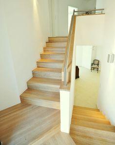 moderne treppe glas mit edelstahl und holz sieht ganz gut aus treppe pinterest. Black Bedroom Furniture Sets. Home Design Ideas