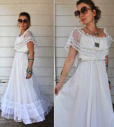 70s White Lace Maxi Dress // Off the Shoulders // Wedding // Bride Bridal // Boho Hippie // Size XXS - XS
