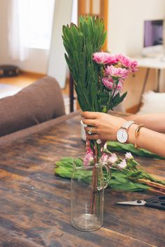 arranging flowers at home, how to trim flowers
