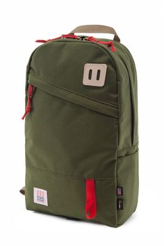 Topo Design's classic Daypack. An ideal travel companion, workmate, or pack mule for the daily hike in the hills. Made of 1000d Cordura for the exterior and coated pack cloth for an entirely lined inn