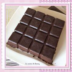Cet entremet est une recette Guy Demarle issue du livre « carrément bon » regroupant des recettes exclusivement pour le moule tablette. Il se compose d'une coque en chocolat, d'une mousse au chocolat noir, d'une mousse au chocolat blanc et d'un croustillant...