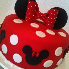 Bolo Minnie ... SINHÁ AÇÚCAR em São Paulo / SP ... Encomendas: tim (11) 98671-6390 / vivo  (11) 95786-3745 ... sinhaacucar.blogspot.com.br ... sinhaacucar@gmail.com #arteemaçúcar #festa #bolo #bolodecorado #cake #sugarpaste #partyideas #kids #kidsparty #a