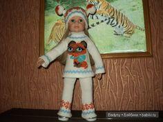 Костюм связан на спицах с вышивкой. / Одежда и обувь для кукол - своими руками и не только / Бэйбики. Куклы фото. Одежда для кукол