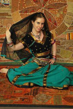 OGNI MERCOLEDI' SERA, NELLA SERATA FUOCO, dal 30 giugno alle ore 19.30 #Bollywood! L' #espressività del viso, i movimenti degli occhi, del #corpo, i gesti simbolici delle mani #Mudra: tutto racconta con emozione le intricate storie degli Dei, storie d'amore e di passione, di celebrazioni di feste, di matrimoni; la musica ha un ritmo incalzante e il risultato è un corpo #agile e sciolto e tanta voglia di sorridere! http://www.spazioaries.it/Upload/Modules/News_Article.php?ID=72
