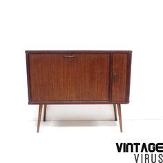 Vintage dressoirkastje / kastje met mooie ronde deur en schuine pootjes jaren '60 – Vintage Virus