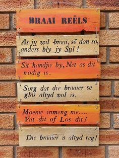 Braai. So asb onthou Diy Garden Projects, Outdoor Projects, Built In Braai, Pallet Barn, Words To Live By Quotes, Cottage Signs, Pallet Crafts, Pallet Ideas, Outside Living