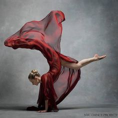 Charlotte Landreau, Soloist, Martha Graham Dance Company Silk organza cape by Leanne Marshall. Photo by NYC Dance Project Martha Graham, Dance Photography Poses, Dance Poses, Contemporary Dance Photography, Movement Photography, Ballet Art, Ballet Dancers, Ballerinas, Dance Project