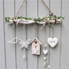 """Weiße+Zweige+""""LOVE""""+Fensterdeko+von+Crafts+&+Deco+auf+DaWanda.com"""